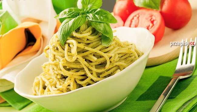 spaghetti-z-zielonym-sosem