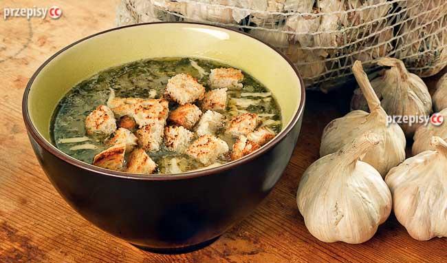 zupa-szczawiowa-z-grzankami