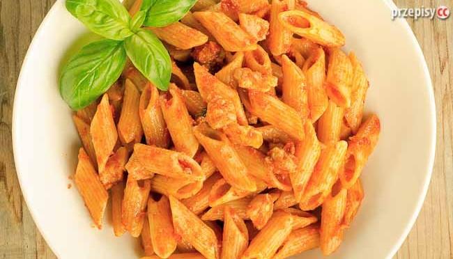 makaron-z-sosem-pomidorowy,