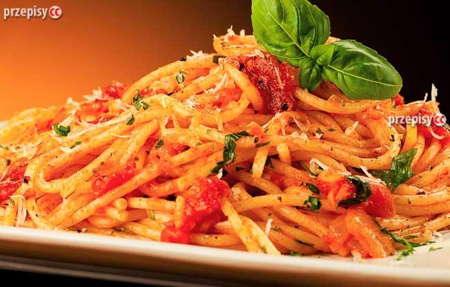 spaghetti-z-sosem-pomidorowym